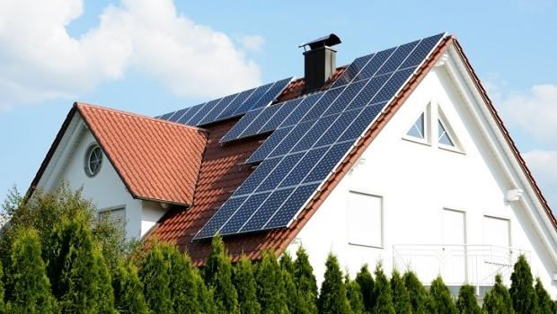 8-av-10-svenskar-vill-ha-solceller-på-taket